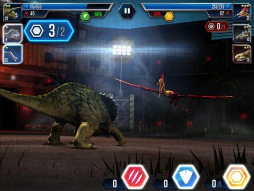 Wenn du mehrmals auf das rote Angriffssymbol tippst, bekommst du einen Bonus. Auch wenn der Gegner nun einige Angriffe blocken kann, geht der Bonus trotzdem auf deine Angriffsstärke in Jurassic World