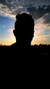 Gesicht vor der Sonne